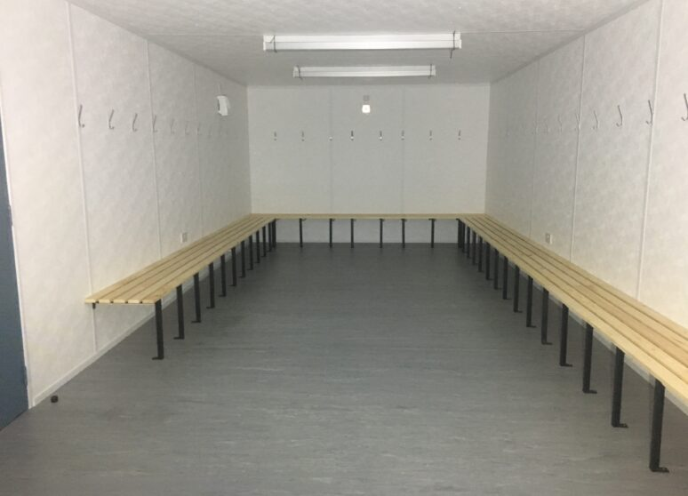 Portable changing room benching